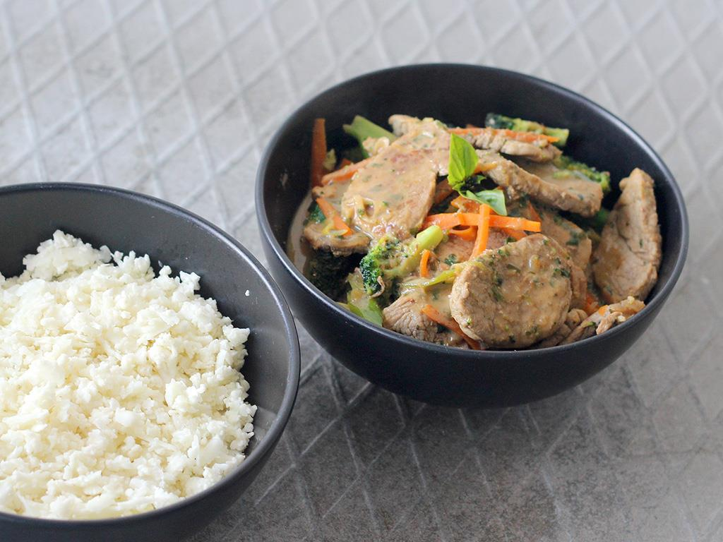 spicy, green curry pork stir fry with carrots, sugar snap peas and ...