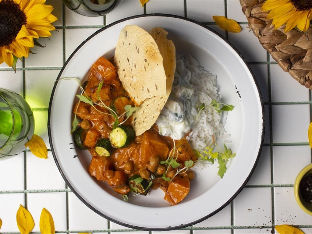 Buttery Veg Curry with Onion Rice and Poppadoms